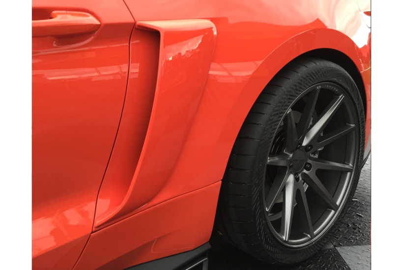 Cervinis Side Scoops, 2015+ Mustang